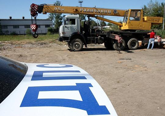 В Одинцово устанавливают гигантскую бутылку с разбитыми автомобилями