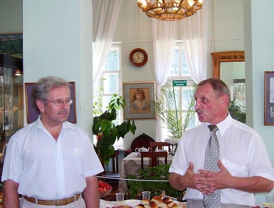 Директор Пушкинского музея Александр РЯЗАНОВ и директор музея Федоскино Сергей СИДОРОВ