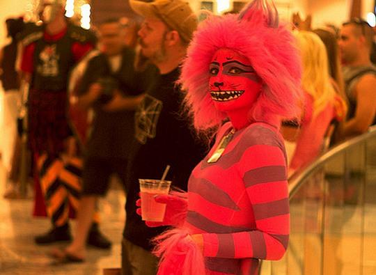 В праздник хэллоуин девушки устроили жесткий стриптиз