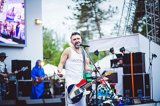 Сергей Шнуров спел непристойные песни детям
