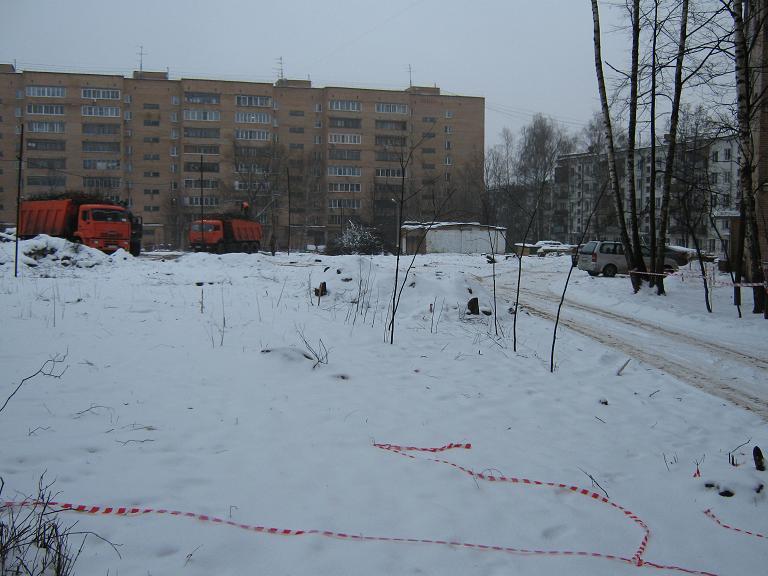 Вырубка деревьев на ул. Жукова