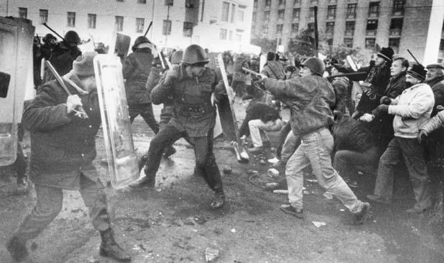 Митинг медицинских работников, протестующих против незаконных действий омона, вильнюс, 1991 год