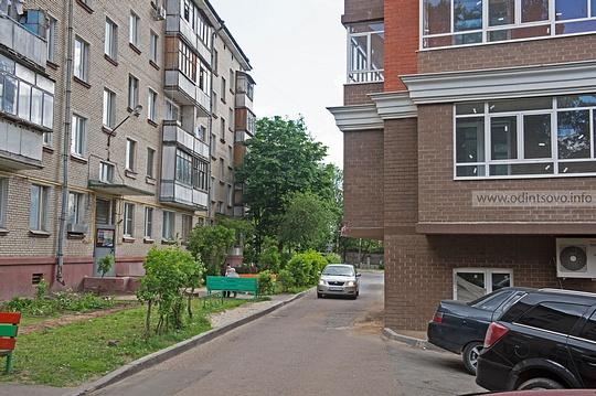 Сосед, которому нерады— результат реконструкции (реновации) во2-м микрорайоне Одинцово. 24этажный дом навис надпятиэтажкой, 2микрорайон, Застройка