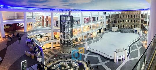 Лифт внутри Пизанской башни, фонтан, каток и сцена в виде Колизея, ТЦ «Вегас» в Кунцево встретил первых покупателей