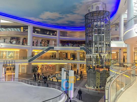 ТЦ «Вегас» Кунцево: Лифт внутри Пизанской башни, ТЦ «Вегас» в Кунцево встретил первых покупателей