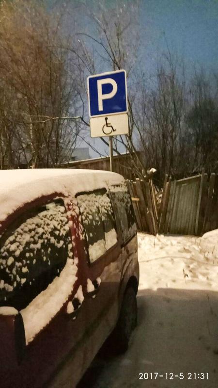 В столице участились случаи, когда парковочные места для инвалидов занимают дорогие иномарки.