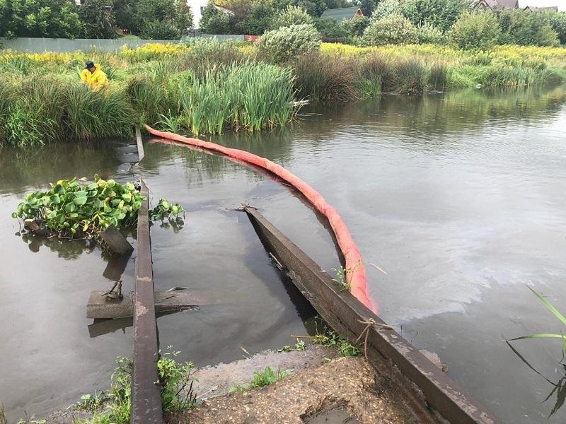 Минэкологии объявило о локализации пятна нефтепродуктов в пруду Одинцово