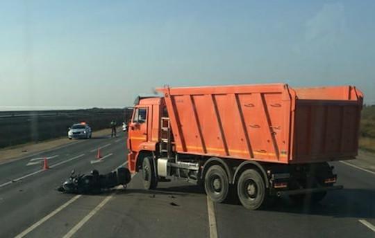 НаМинском шоссе мотоциклист влетел вгрузовик