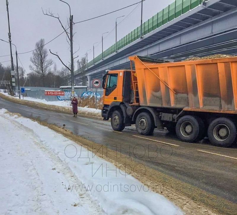 Жители деревни снова перекрывают проезд строителям ЖК