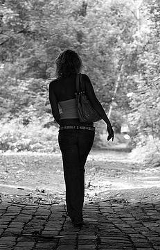 фото черно белые фото девушек со спины